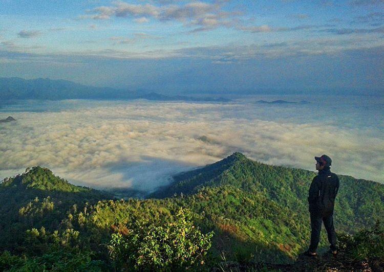 Samudera awan gemawan~ by: @vikriazhari