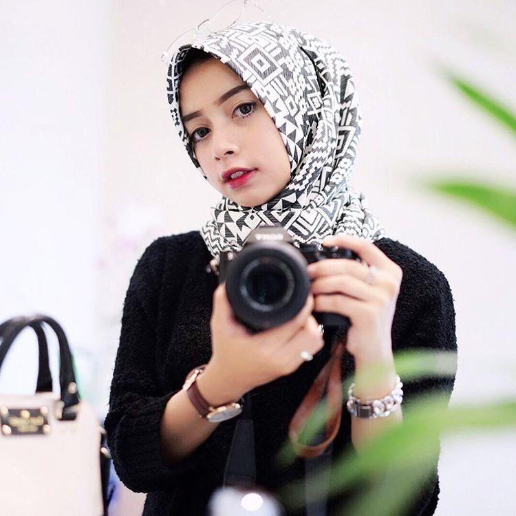 hijab kaku monokrom yang gampang dibentuk @joyagh