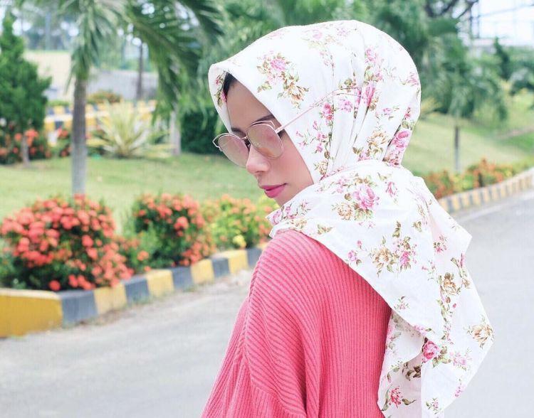 biar bagian depan hijabmu nggak berantakan @sonyasams