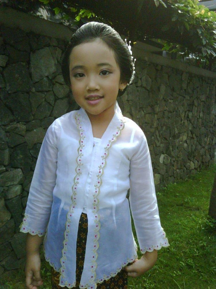 15 Baju Tradisional Yang Dipake Anak Kecil Ini Emang Nggemesin Bikin Kamu Nggak Sabar Punya Anak Juga