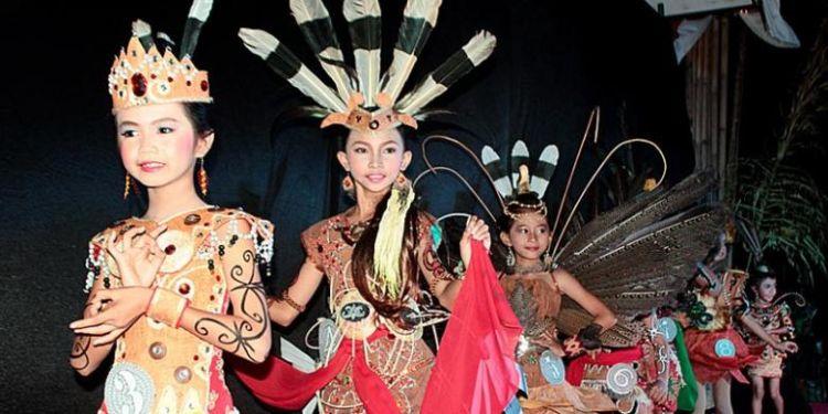 Pesona tak biasa dari suku Dayak