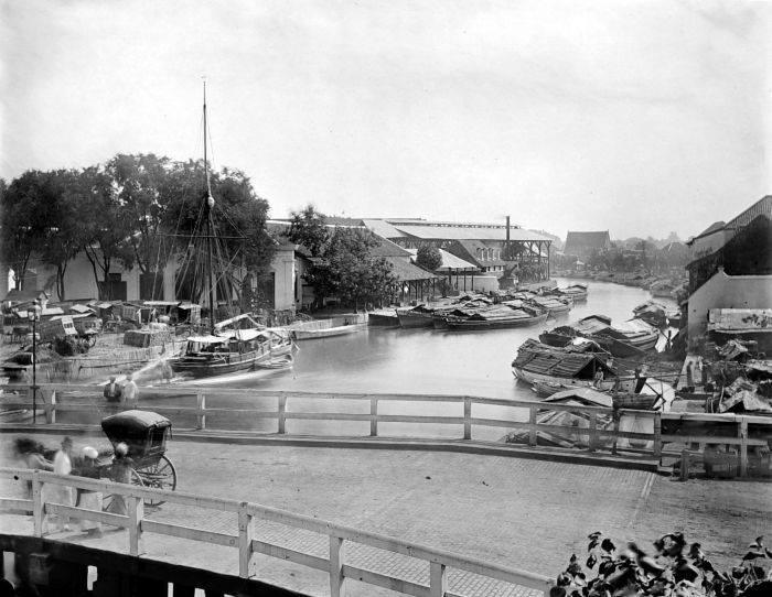 Jembatan Merah tahun 1900.