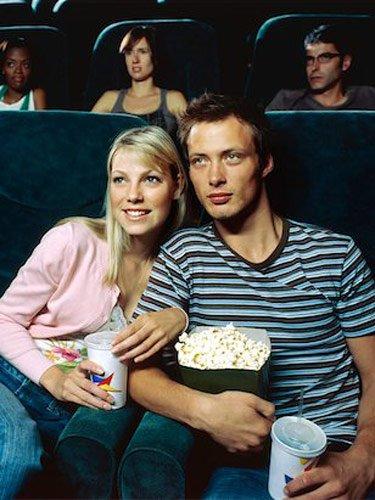 Nonton film superhero demi pacar tersayang. Padahal kurang paham sama ceritanya.