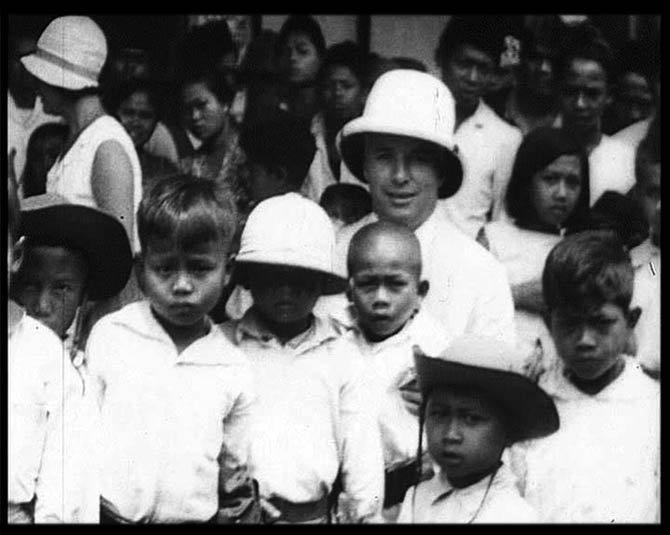 Tahun 1932, Chaplin pernah sowan ke beberapa kota di Indonesia