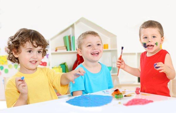 di daycare, mereka juga akan belajar sosialisasi dengan kawan sebaya