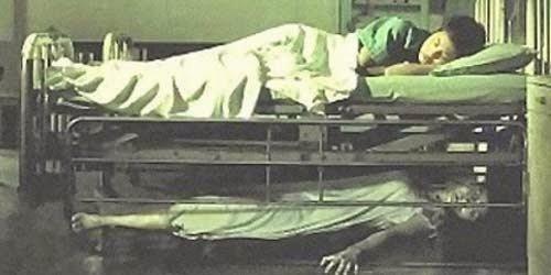 Gimana kalo tiba-tiba tidur di bawah kasurmu? :(