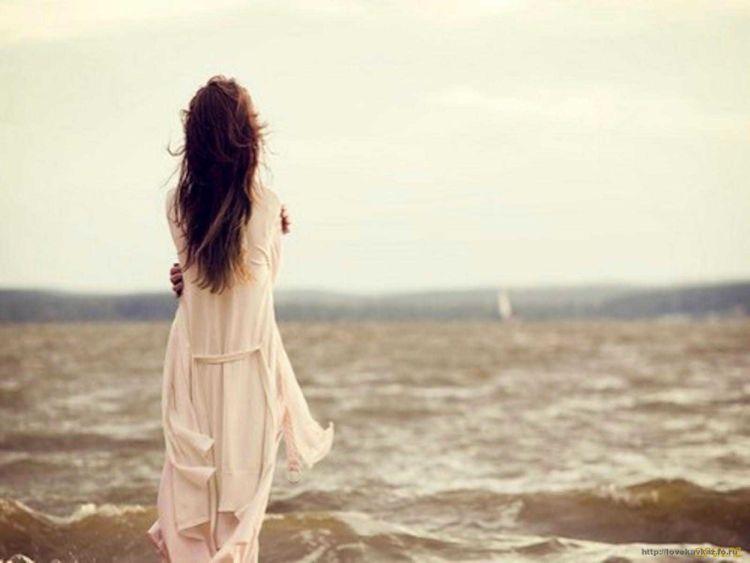 girl-sad-love-on-beach