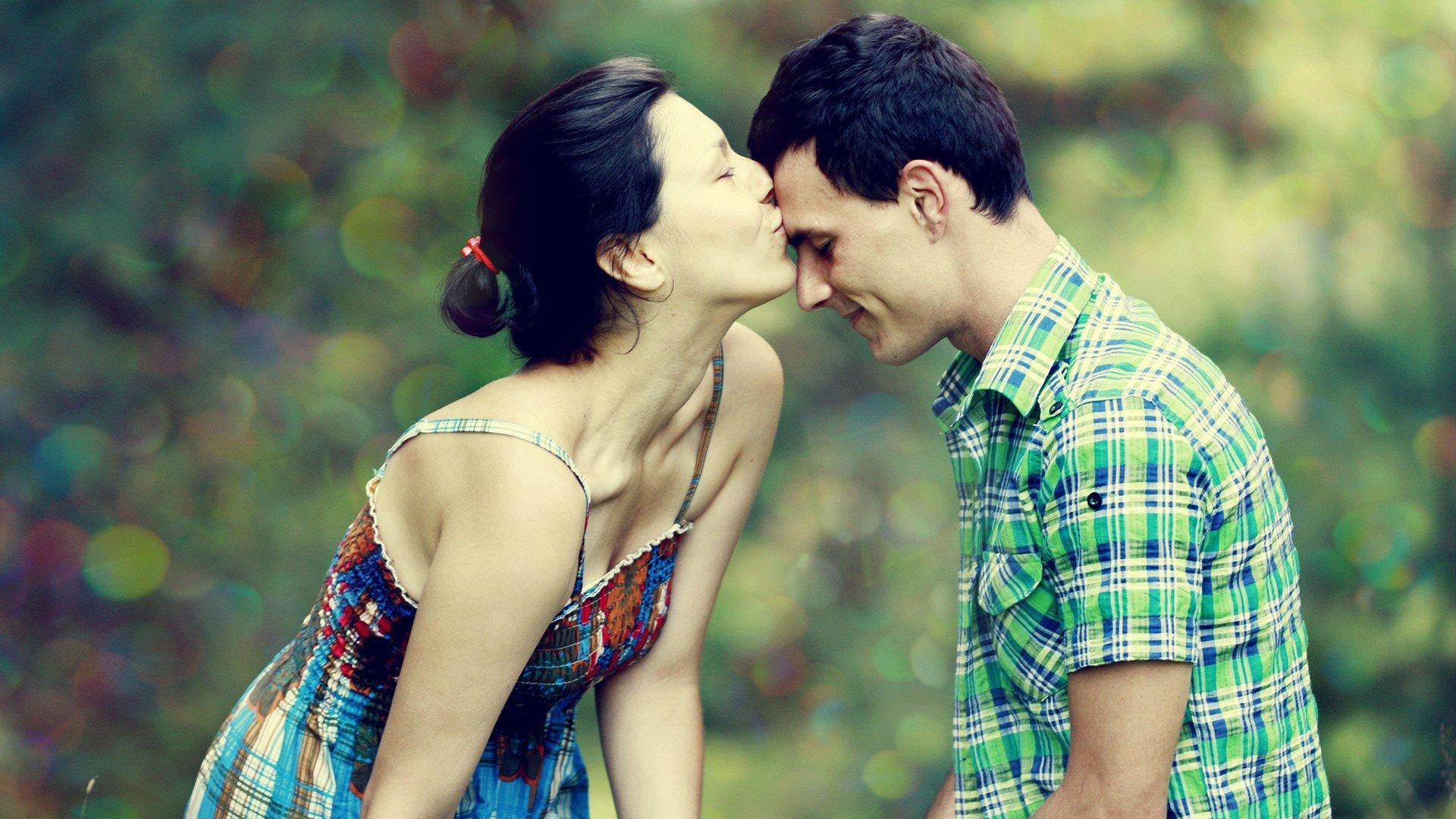 kamu adalah salah satu alasanku untuk bahagia tetaplah di sini