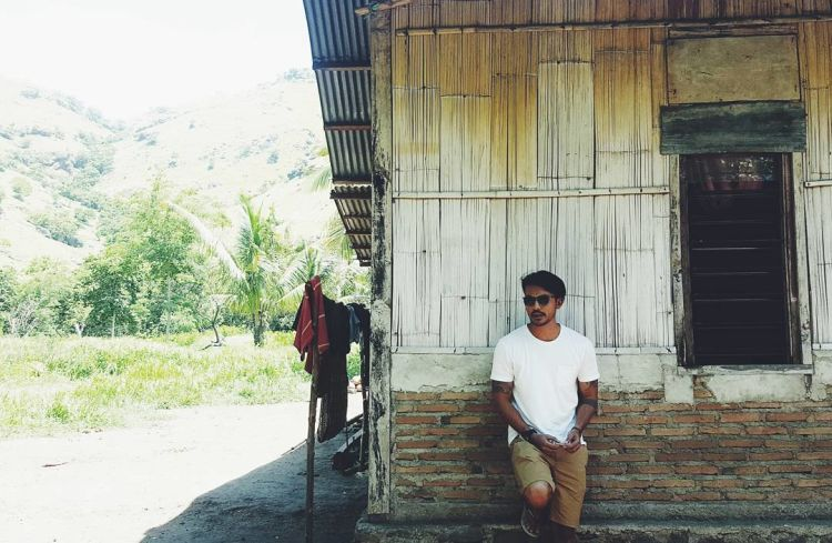 Rio Dewanto, ke-manly-annya semakin kentara saat dia tengah traveling.