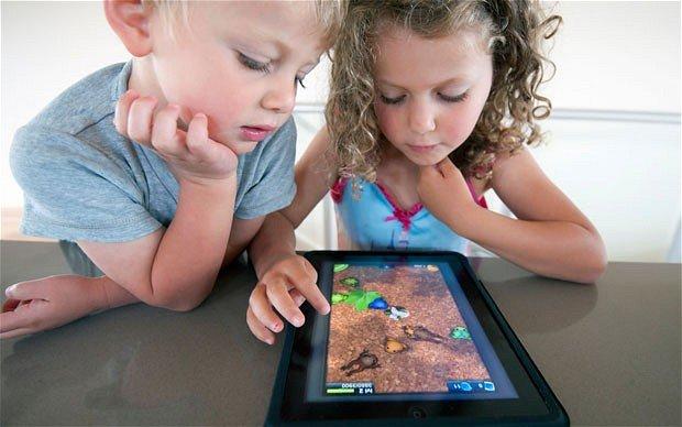 Anak menjadi ketergantungan gadget