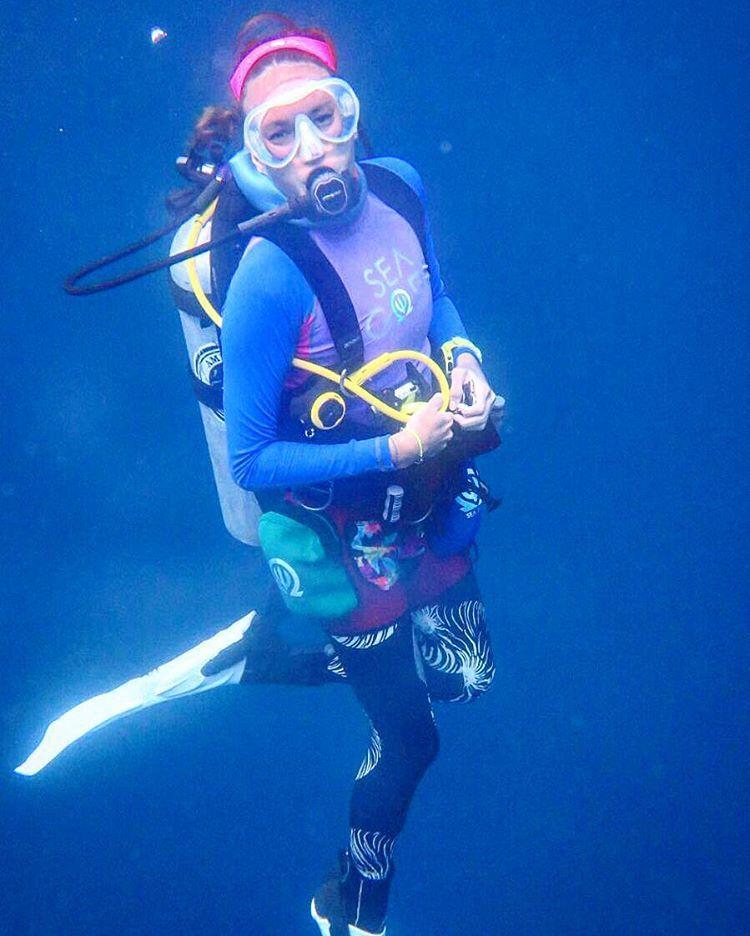 Nadine menikmati waktu luangnya dengan menyelam dan bahkan berkemah.