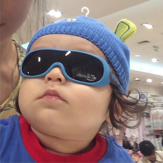 Lucunya Baby El saat pakai kacamata.