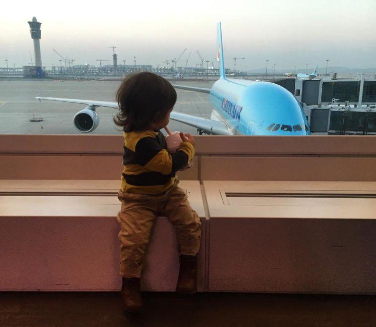 Baby El bisa jadi bakalan jadi pilot nih.
