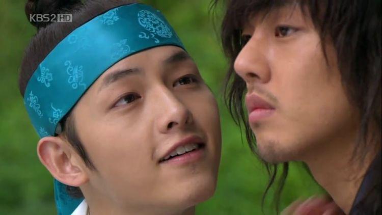 Joong Ki dan Ah In dalam