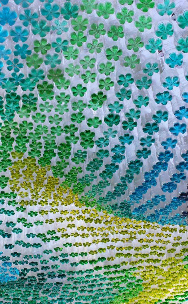 kanopi dari botol bekas warna-warni