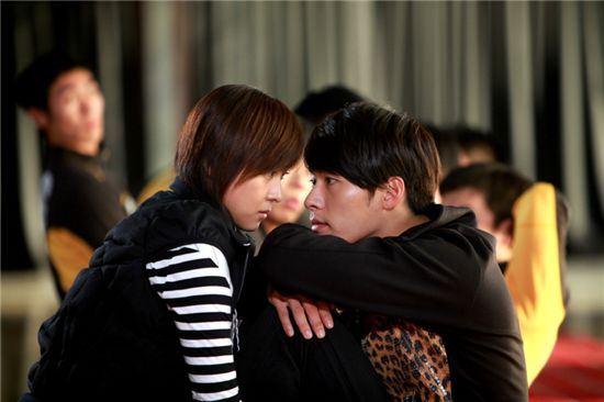 Adegan ikonik Hyun Bin dan Ha Ji Won.