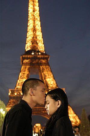 siapa yang nggak mau punya kesempatan romantis-romantisan dimari?