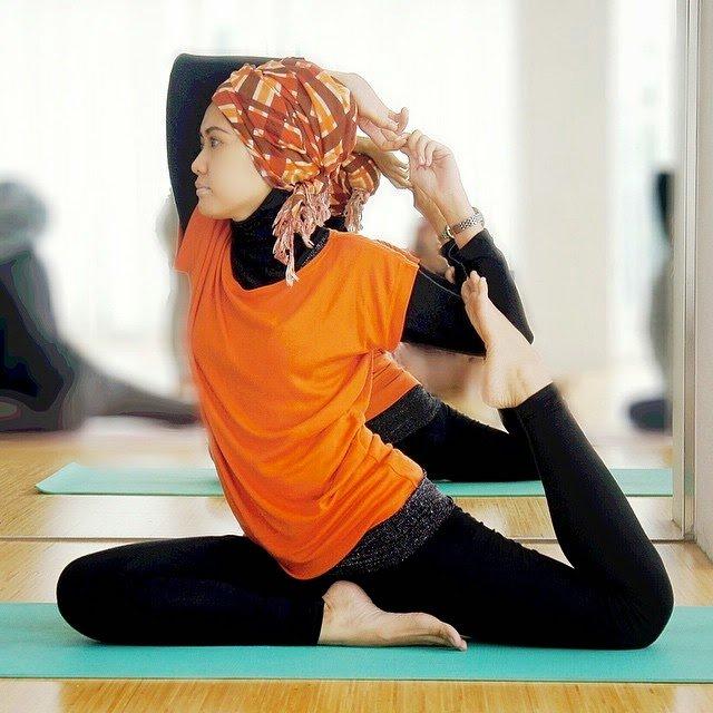 Kaos dan inner cukup flesksibel untuk menemani yoga