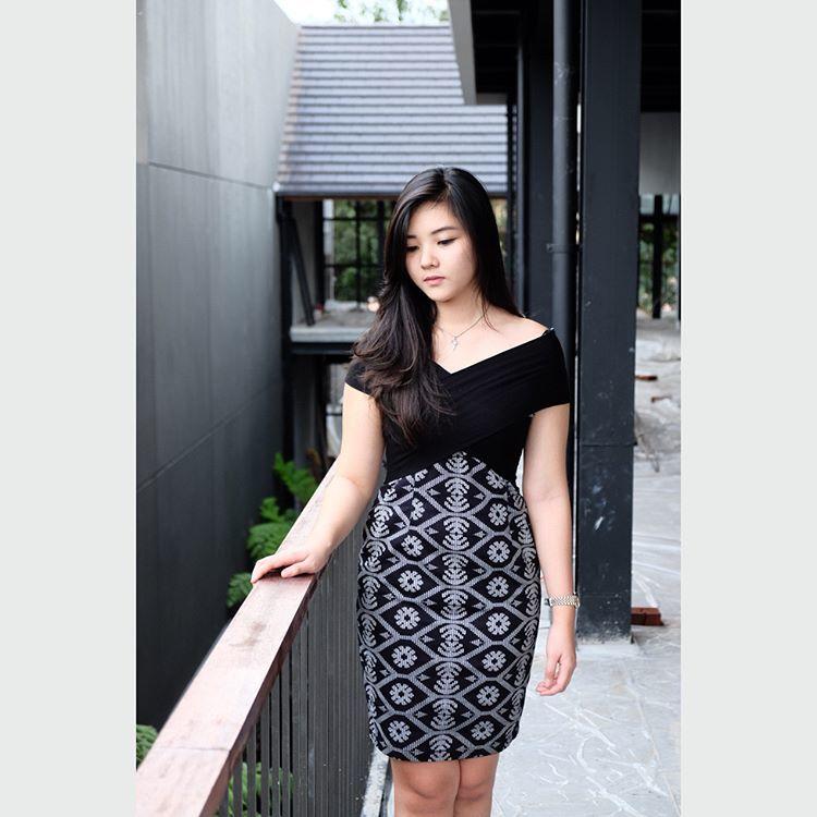 outfit batik buat kencan nih! @areviaa