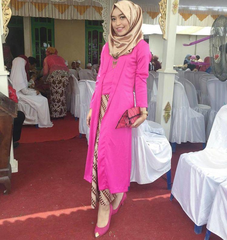 kutu baru pink, tapi sopan dan nutup lekuk tubuh @inspirasi_kebaya