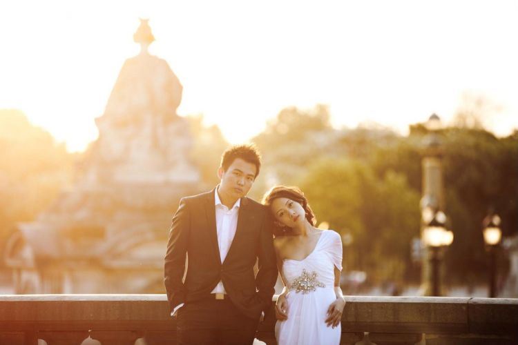 Di sekitaran Paris, uh berlipat-lipat romantisnya