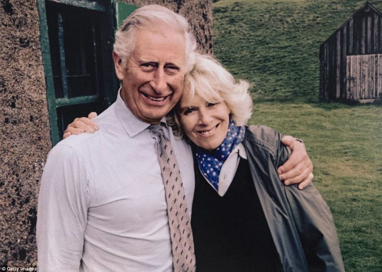 Apapun pendapat orang tentang Camilla, Charles tetap cinta..