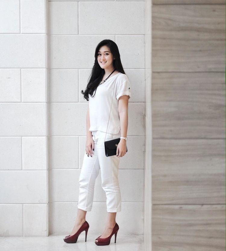 Celana dan baju putih no problem @michellemargharetta