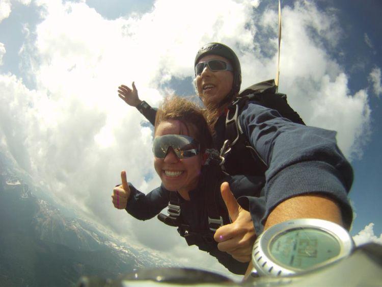 misalnya bungee jumping bareng-bareng