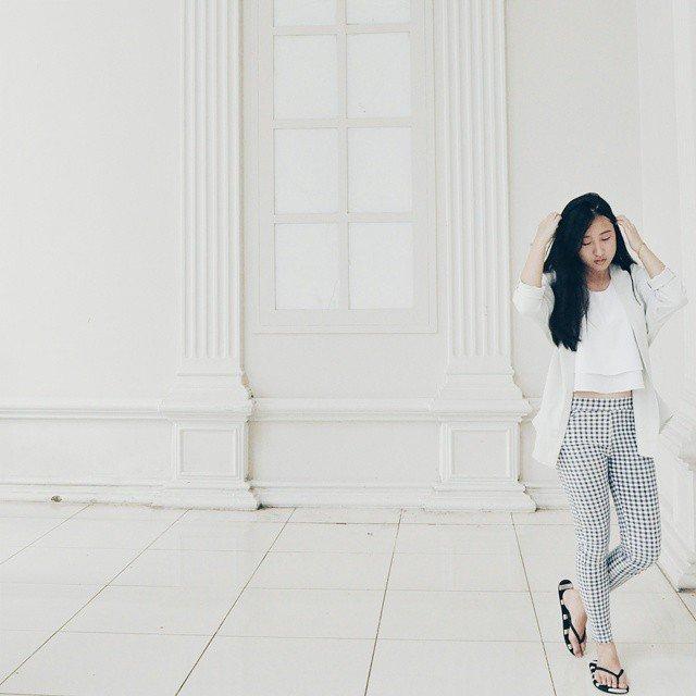 Celana putih bermotif @evelyntamaraw