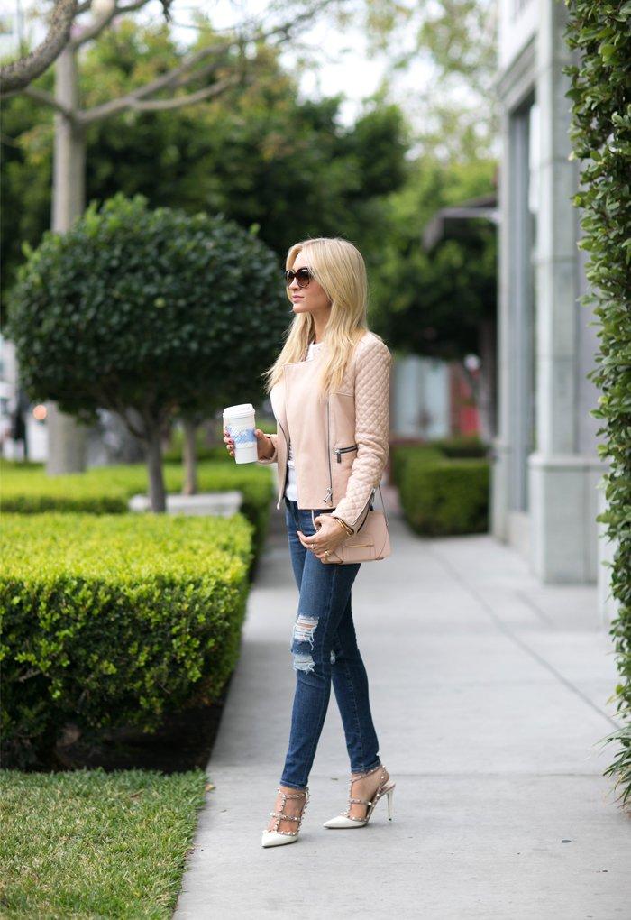 sama celana jeans malah makin kece! <3