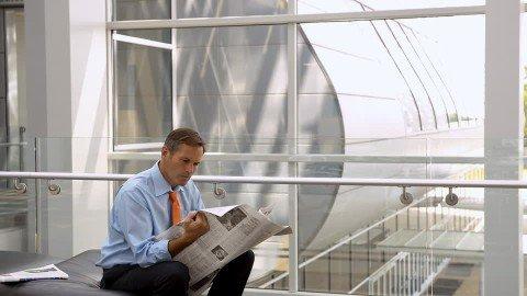 atau misalnya baca koran, tapi korannya di ke atasin sampai wajahmu tertutup hehe