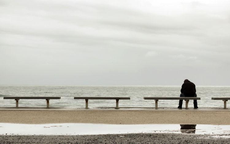 Bukankah kita semua sudah kenyang dengan kesendirian?