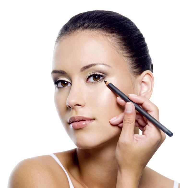Make-up_after_blepharoplasty