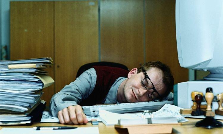 jadinya curi-curi tidur deh di kantor