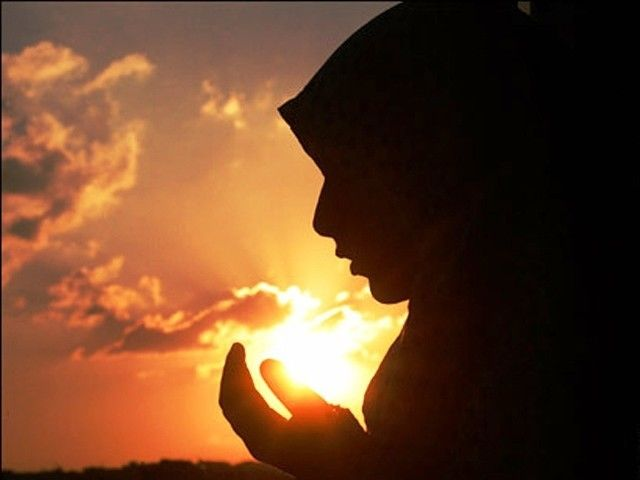 Banyakin ibadah dan berdo'a, jangan banyakin ngayal.