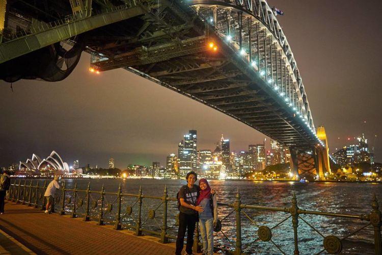 Ketika bersama sang istri tercinta di Sydney Harbour.