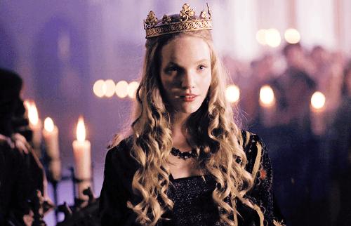 kamu bukan ratu yang menjadi pusat perhatian