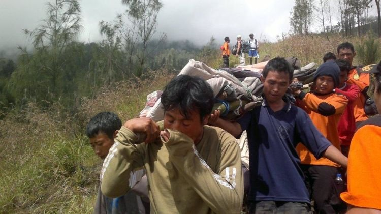 Evakuasi dari Basarnas.