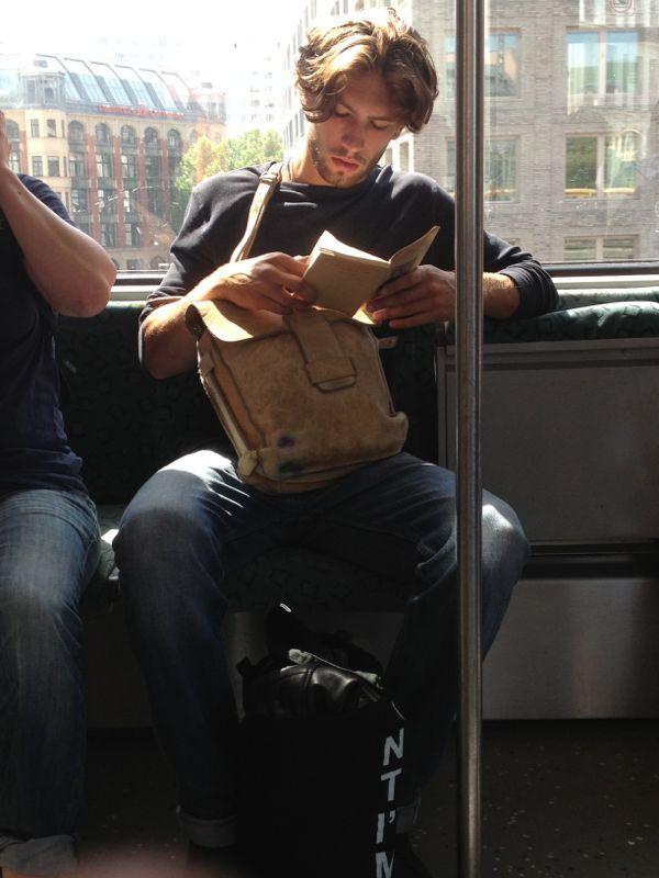 Baca buku biar nggak bosan