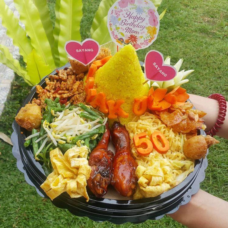 Ngasih Kue Tart Sudah Terlalu Biasa Pilih Nasi Tumpeng Saja Sebagai Penggantinya