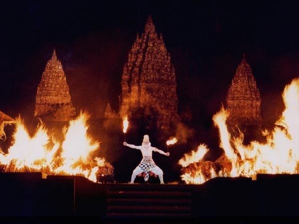 Adegan Hanoman melawan pasukan Ramayana