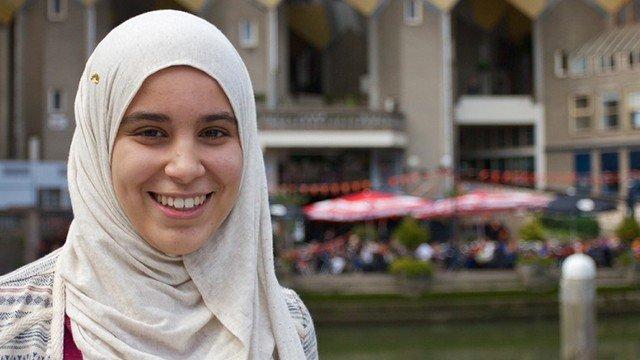 Jilbab pashmina sederhana