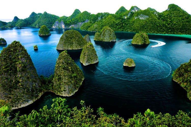 Pulau Wayag, tempat menikmati pulau Karst. :3