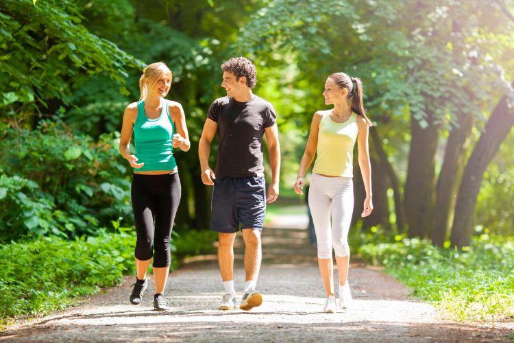 jalan-jalan pagi untuk kesehatan