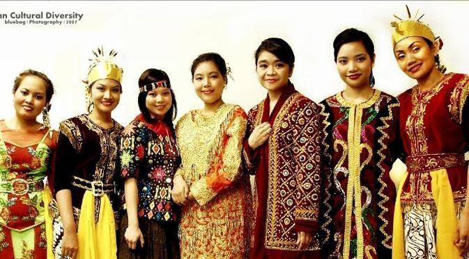 Indonesia punya banyak suku lho, masa iya kamu nggak mau kenalan satu satu?