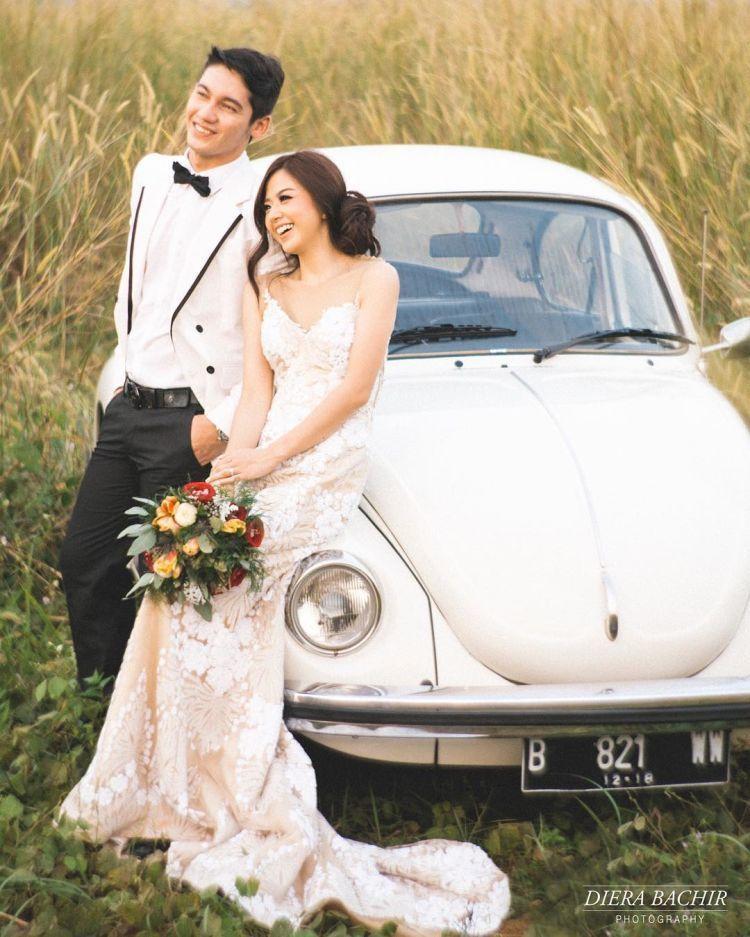 Intip Yuk Prewedding Di Tengah Padang Ilalang Ala Samuel Zylgwyn Dan
