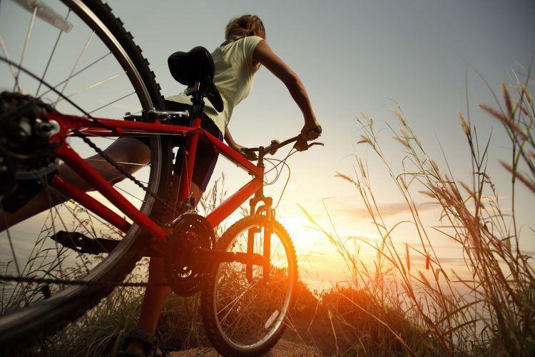 bersepeda sembari berjemur