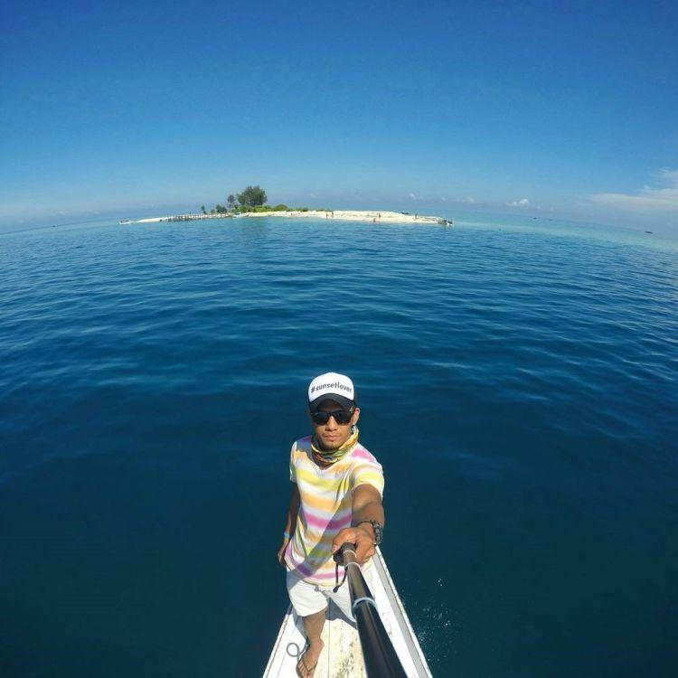 Laut memang bisa bikin hati santai
