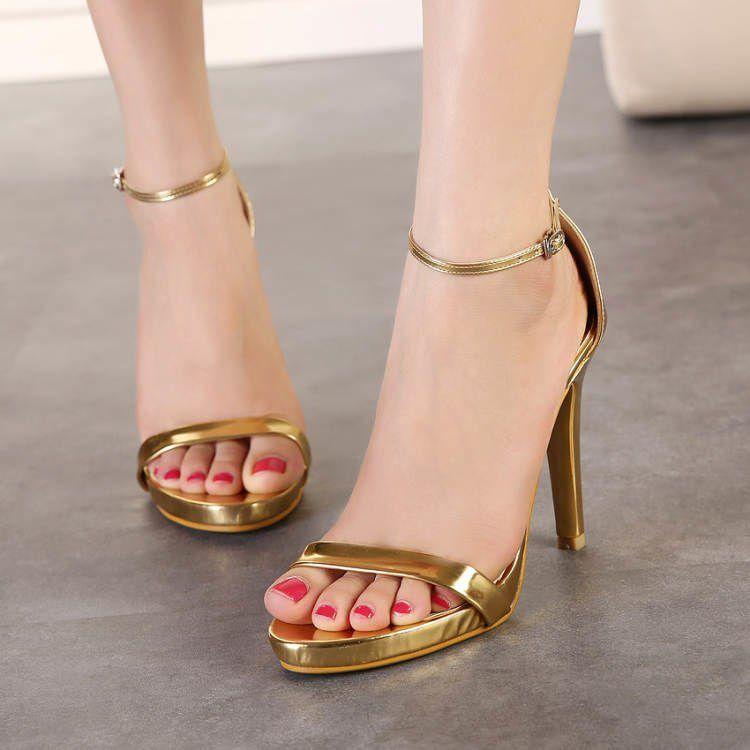 Tips Memilih Sepatu High Heel Buat Kamu Si Kaki Lebar. Kaki Cantik Hak  Semua Cewek!