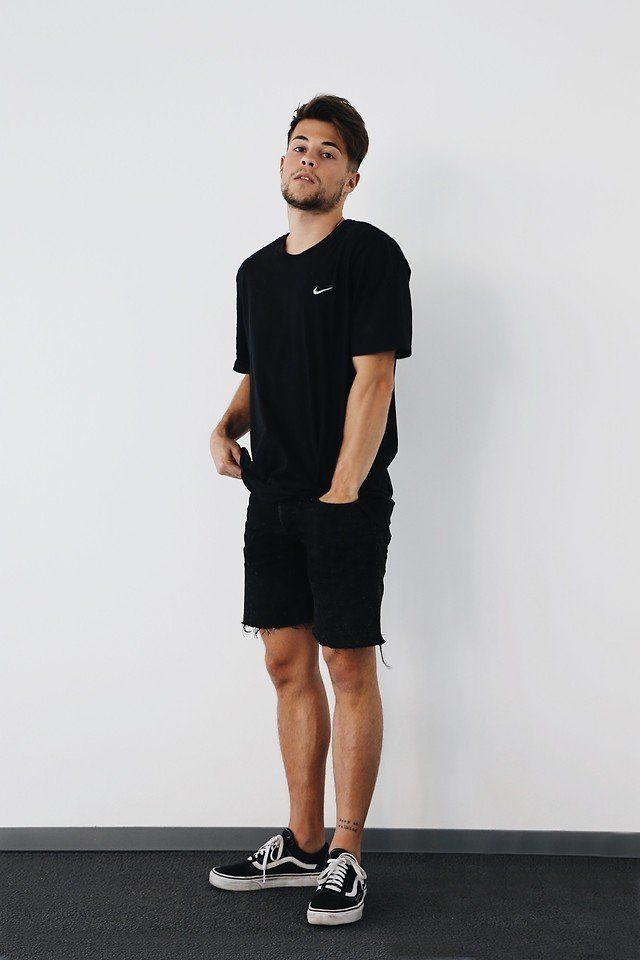 sneakers untuk tampilan kasual dan sporty